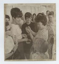Image of 2017.054.002.14 - Untitled [Shirley Temple showing campaign pins to bystanders], October 12, 1967