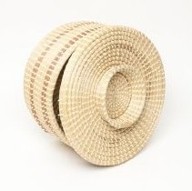 Image of Sweetgrass cake basket - close view of footed base