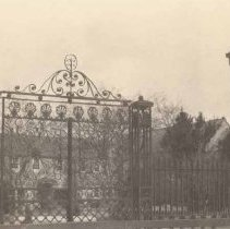 Image of A:  68 South Battery Gate