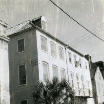 Image of 18 Queen Street (left)