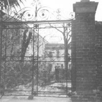 Image of m: 23 Legare Street Gate, 1940s