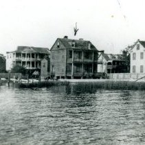 Image of View of 6, 7, 9, and 11 Gibbes Street from the Ashley River - ca. 1900