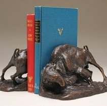 Image of X1952.01.37 a-b - AMERICAN CATTLE (BOOKEND SET)