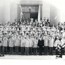 Image of Confederate Veterans on Courthouse steps - 1525-13 wfchs