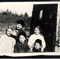Image of 5 members of Barnes family - 601-919b wfchs