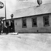 Image of Wagon Wheel bar, restaurant and gas station - 12-211 wfchs