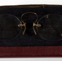 Image of Pair of rimless pince-nez; gold spring bridge with tortoise shell lining for nose pads, ca.1900-1930. - Eyeglasses