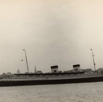 Image of Image: S.S. Rex, Italian Line, leaving New York on the Hudson River, 1935. - Print, photographic