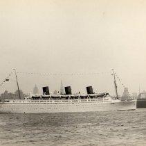 Image of Image: S.S.Queen of Bermuda, Furness-Bermuda Line, leaving New York, 1935. - Print, photographic