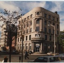 Image of Color photo of Hudson United Bank, corner of Hudson & Newark Sts., Hoboken, September 24, 1989. - Print, Photographic
