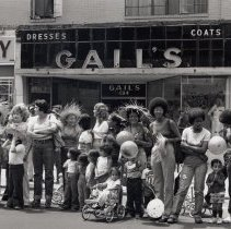Image of B+W photo of parade watchers at the southwest corner of Washington and Second Sts., Hoboken, June, 1975. - Print, Photographic