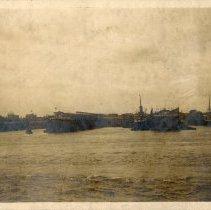 Image of photo 4, lower right: Hamburg-American left; North German Lloyd right.