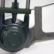 Image of detail protracter head and blades for attaching scales