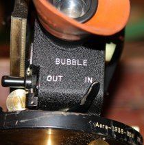 Image of under eyepiece; lever for bubble out - in
