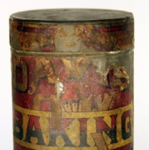 Image of front Davis Baking Powder one pound can