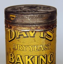 Image of front Davis Dry Yeast Baking Powder eight to twelve ounce can