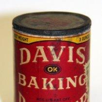 Image of front Davis Baking Powder three ounce can