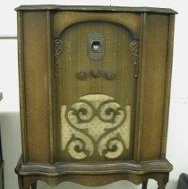 Image of 2004.51 - Radio