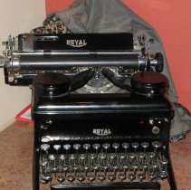 Image of 2007.43 - Typewriter