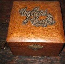 Image of 2008.12 - Box, Collar