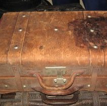 Image of 2009.10.2 - Suitcase