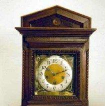 Image of Clock, Shelf - 84.41.2