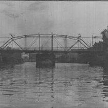 Image of 1983.16.4a - Flooding at the Third Street Bridge