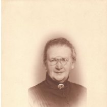 Image of 1992.53.9a - Mrs. A. Erlandsen