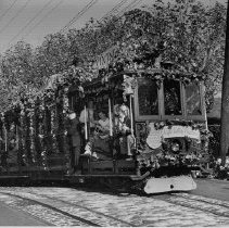Image of 2011.4.5 - Waving passengers on a Napa Valley Vinters Association Trolley