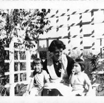 Image of 2012.20.58 - Mother and Daughters in Garden
