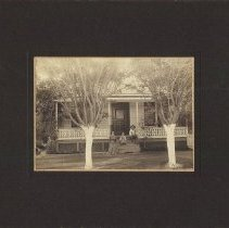 Image of 2012.2.72 - Family on Calistoga porch