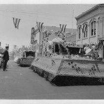 Image of 1981.43.9w - Downtown Napa Parade
