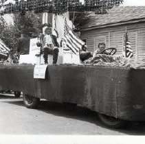Image of 1989.51.9 - Fourth of July Parade