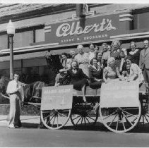 Image of 1989.31.33 - Wagon in front of Albert's