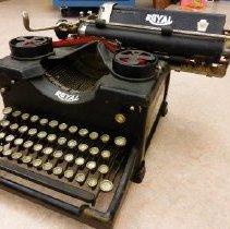 Image of 1976.4.1 - Royal Typewriter