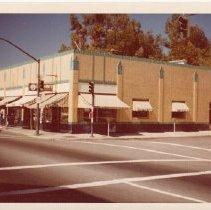 Image of 2012.68.25.100 - Oberon Bar, April 10, 1977