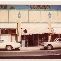 Image of 2012.68.25.101 - Oberon Bar, April 10, 1977