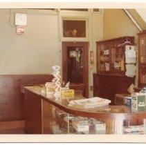 Image of 2012.68.25.103 - Oberon Bar building, June 5, 1975