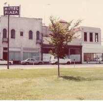 Image of 2012.68.25.75 - Main St. from Veterans Park, July 27, 1980