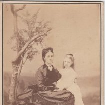 Image of 2008.85.6 - Portrait of Mary Elizabeth and Madge Bucknall
