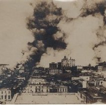 Image of 2015.39.26 - San Francisco on fire after the 1906 earthquake