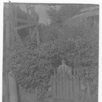 Image of 2014.25.31 - Minerva Switzer in her yard