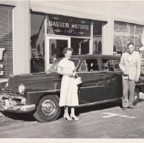 Image of 1989.31.73 - Couple with a 1952 Dodge