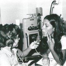 Image of Elba, Audiologist counterpart, working with a young patient.