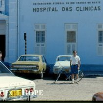 Image of Ron Neafie, Parasitologist in front of Das Clinicas