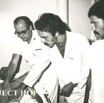 Image of Dr Robert Wochos, Surgeon, with Brazilian medical student