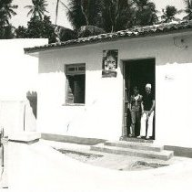 Image of Lynn Reynolds, Public Health nurse, in front of Pontal health clinic
