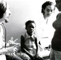 Image of Dr Martin Debeukelaer, Pediatrician, at UMWI Clinic with patients.