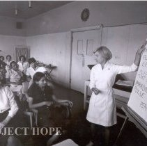 Image of Nancy Chandler teaching an ICU CE class at Imbaba Cardiothoracic Institute