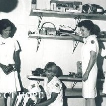 Image of l-r Anne Fangman, Darlene Padgett, Rosemary Zink and unknown Ceylon.